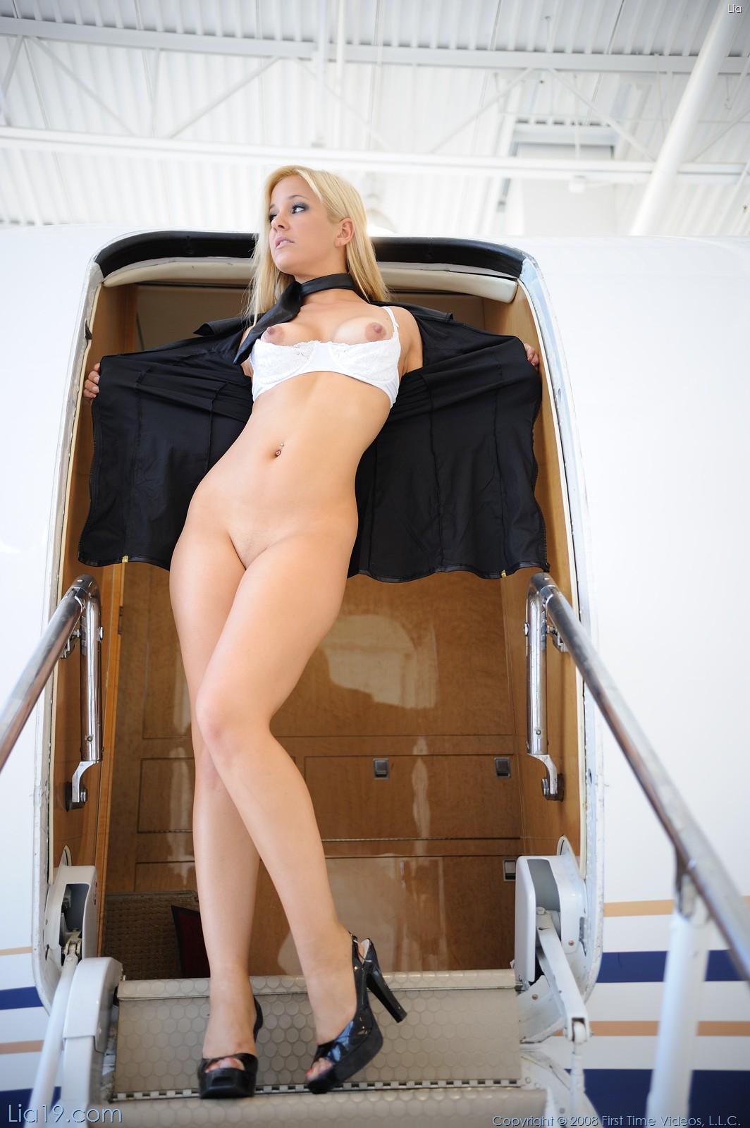 Стюардесса трахаетса спасажиром 8 фотография