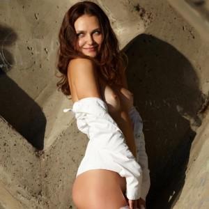 Zlatka fully nude