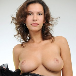 Sexy Brunette Suzanna