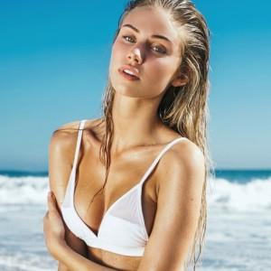 Blonde Beauty Scarlett Leithold