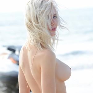 Isabella Schulz Beach Honey