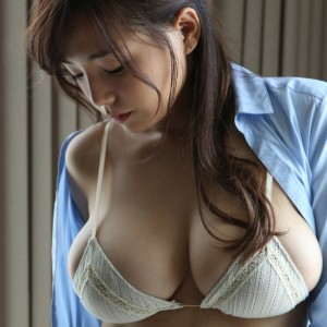 Divine Curves Of Ai Shinozaki